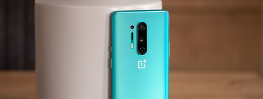 """OnePlus 8 Pro, analysis: the screen is the absolute protagonist and returns to make sense of the name """"Pro"""""""