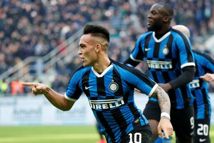 Lautaro Martínez is one of the figures of Inter who is wanted by Barcelona. So far he will continue at the Italian club. Photo: REUTERS / Alessandro Garofalo