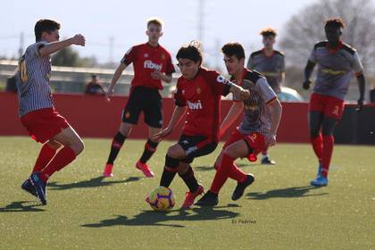 The 15-year-old is looking for a place in the first team of Real Mallorca in Spain (Photo: Twitter / @lukaromero_)