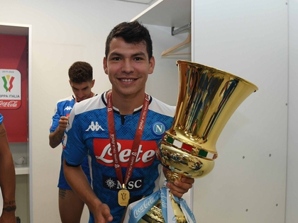 Hirving Lozano became the first Mexican to add a championship in Italy (Photo: Twitter @ HirvingLozano70)