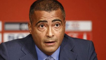 Romario launched a dart against FIFA for the sanctions it imposes on racist actions in football (AFP)