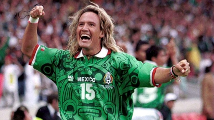 Luis Hernández, Mexico striker.- The jersey with a pre-Columbian design is considered one of the most eye-catching in the history of the National Team (Photo: Special)
