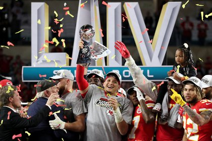 Patrick Mahomes with the Vince Lombardi trophy won by the Kansas City Chiefs for beating the 49ers in the Super Bowl (REUTERS / Shannon Stapleton)