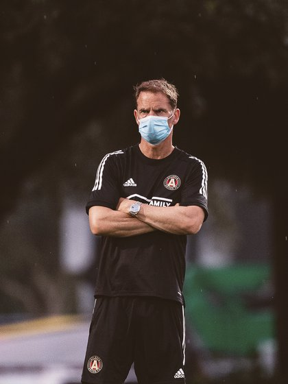 Strategist Frank de Boer expects the Mexican to join the squad (Photo: Twitter / @ATLUTD)
