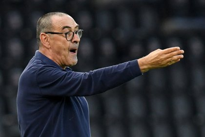 Sarri escapes the suit when it comes to directing. And is defined as a chain smoker (REUTERS / Jennifer Lorenzini)